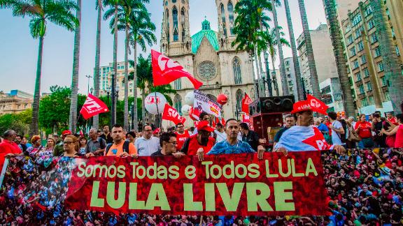 Supporters of Brazilian former president Luiz Inacio Lula da Silva hold a demonstration outside of Se Cathedral in Sao Paulo, Brazil on April 11, 2018. (Photo by Cris Faga/NurPhoto/Sipa USA)