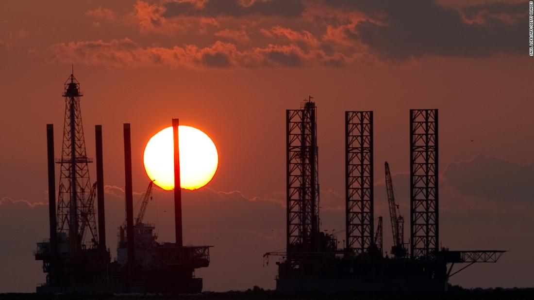 Judge: Government must consider climate change in oil drilling leases