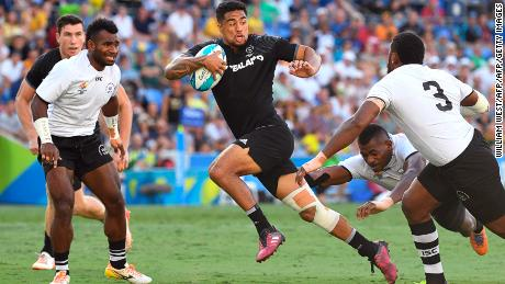 New Zealand's Regan Ware (C) evades a tackle to score a try during the men's rugby sevens gold medal match against Fiji at the Robina Stadium during the 2018 Gold Coast Commonwealth Games on the Gold Coast on April 15, 2018. / AFP PHOTO / WILLIAM WEST        (Photo credit should read WILLIAM WEST/AFP/Getty Images)