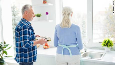 'Chore-play'? When couples share the dishes, they're happier