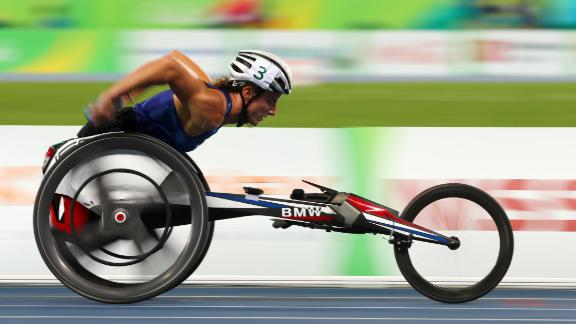 RIO DE JANEIRO, BRAZIL - SEPTEMBER 15:  Tatyana McFadden of United States competes in the Women's 4x400m T53/54 final during day 8 of the Rio 2016 Paralympic Games at the Olympic Stadium on September 15, 2016 in Rio de Janeiro, Brazil. (Photo by Lucas Uebel/Getty Images)