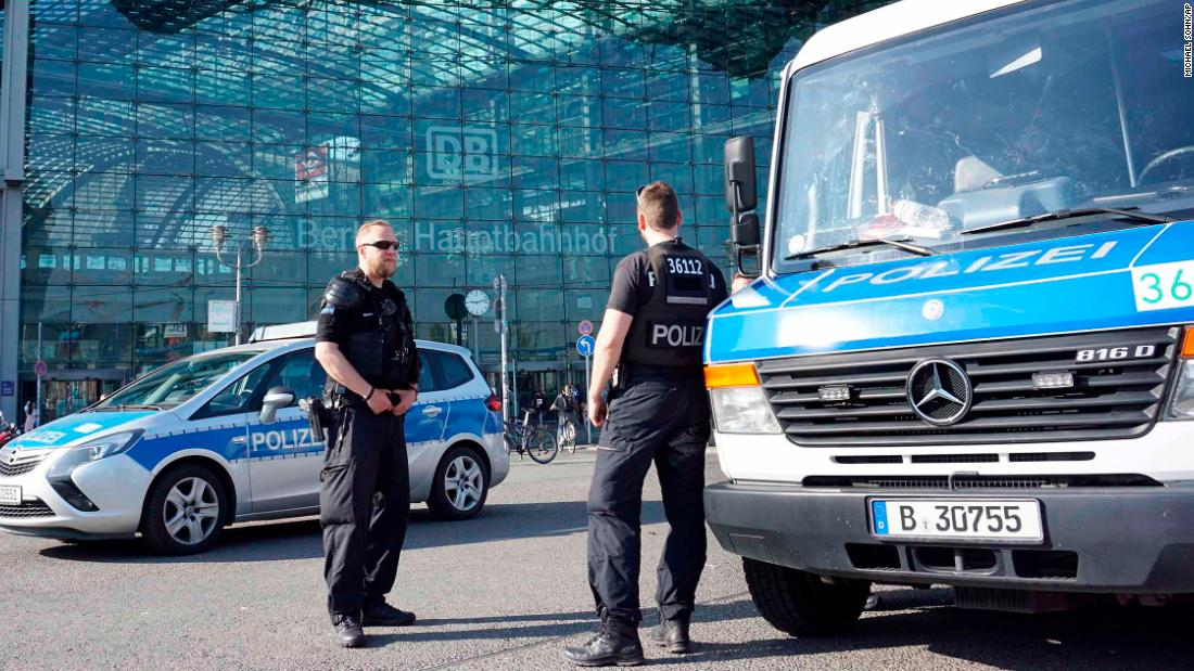 World War II bomb disposal to force evacuation in central Berlin