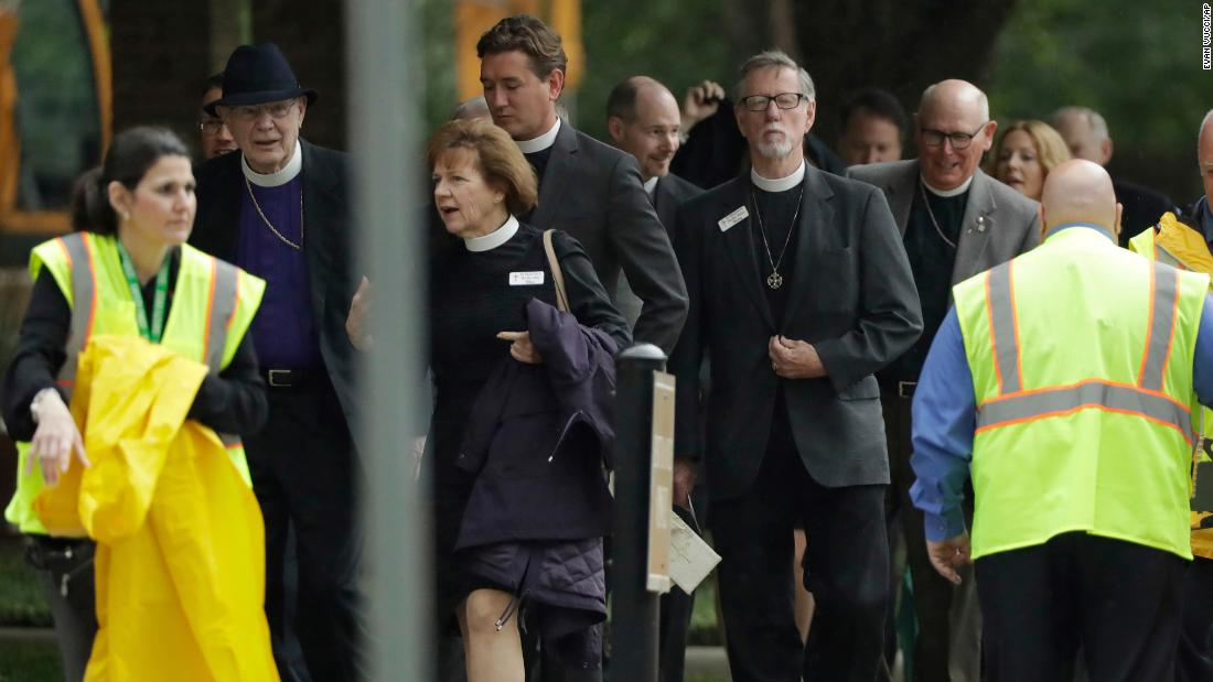 Attendees arrive at St. Martin's Episcopal Church.