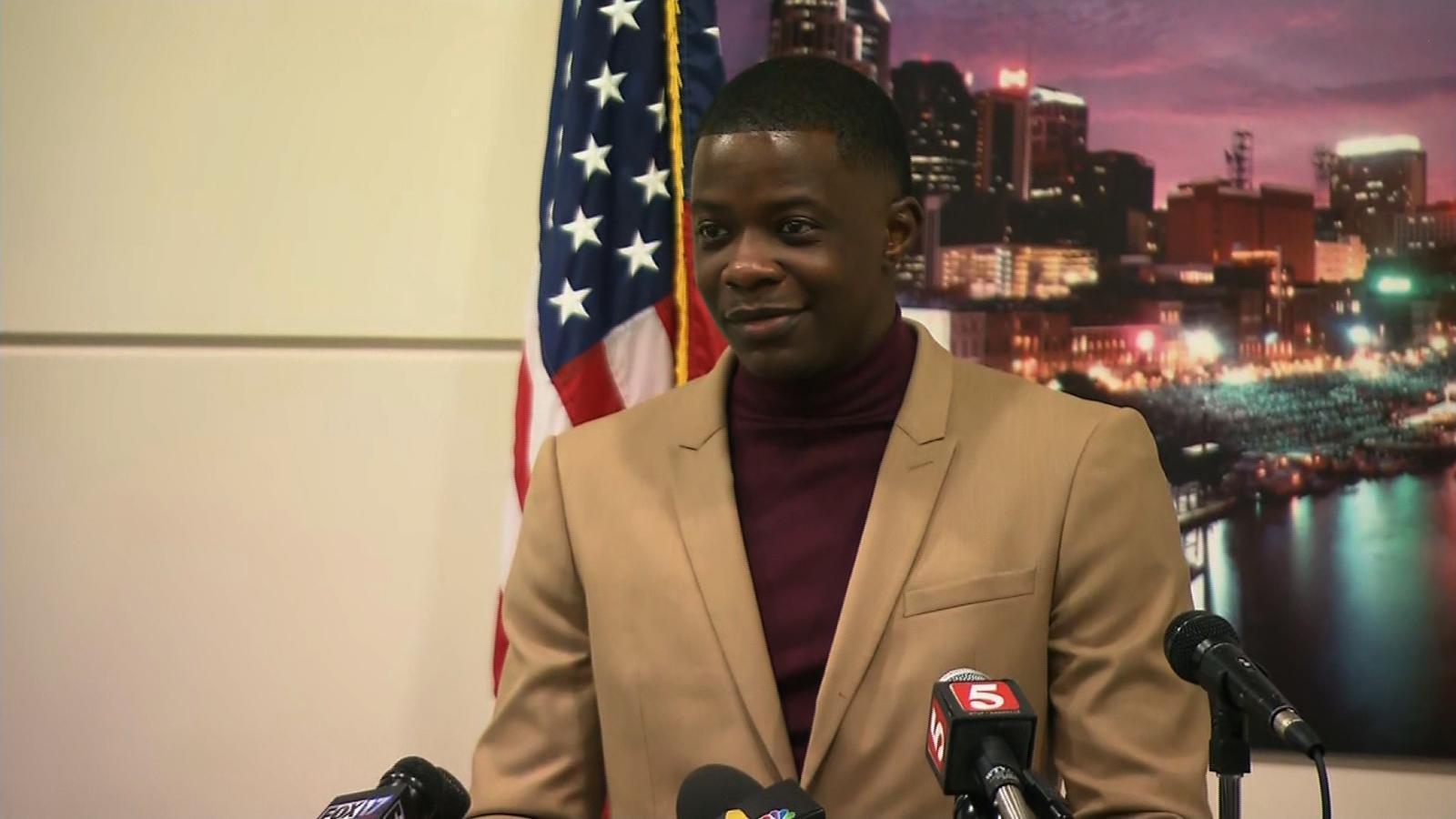 Man who disarmed killer describes chaotic scene