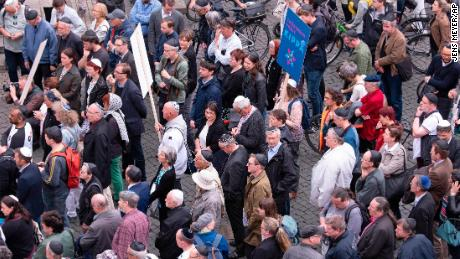 People of different faith wear the kippa during a demonstration against antisemitism in Erfurt.