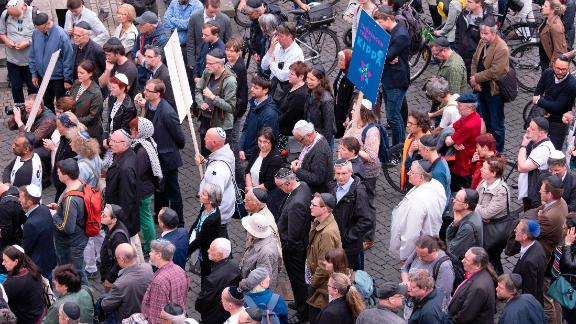 People of different faiths wear the kippa during a demonstration against antisemitism in Erfurt.