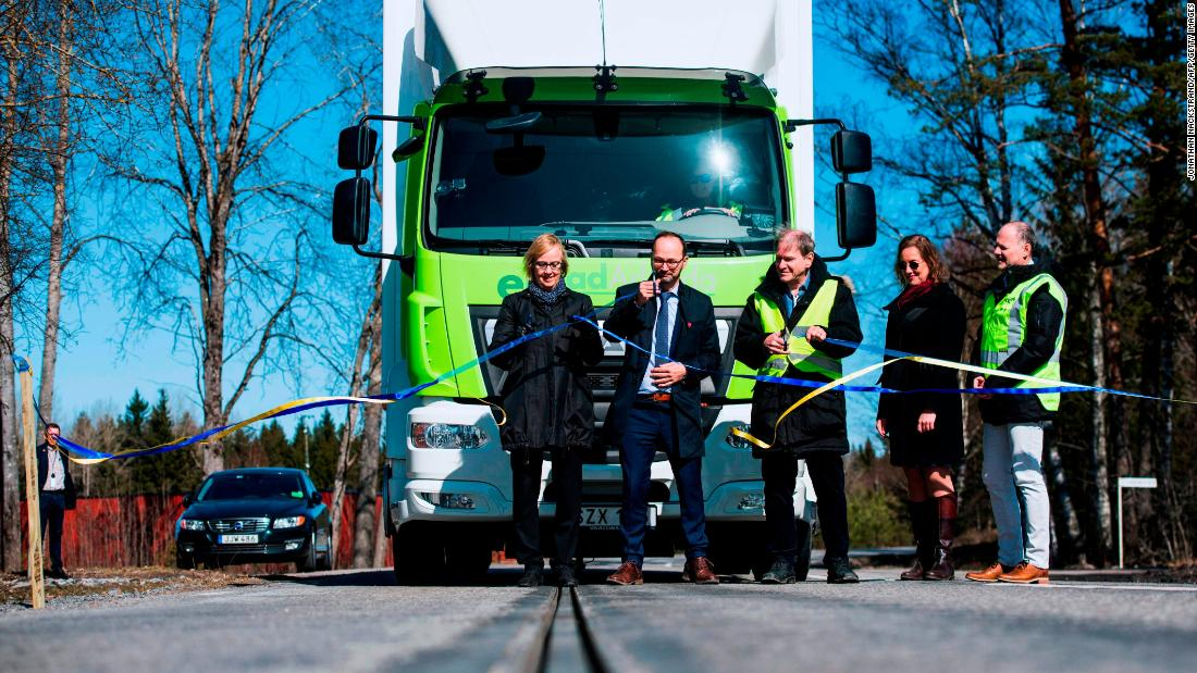 The eRoad was opened to the public on April 11, 2018 by the director General of the Swedish Transport Administration Lena Erixon and the Swedish Minister for Infrastructure Tomas Eneroth.