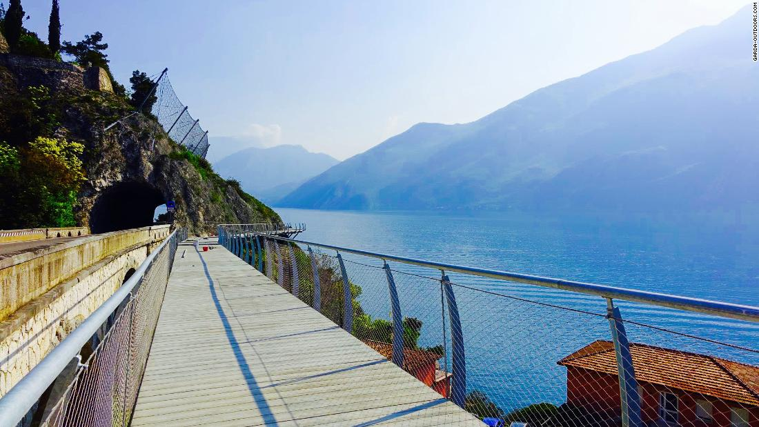 A breathtaking 140-kilometer bike path