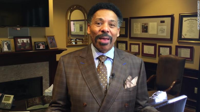 The Rev. Tony Evans reaches out to those with Bibles and with iPhones.