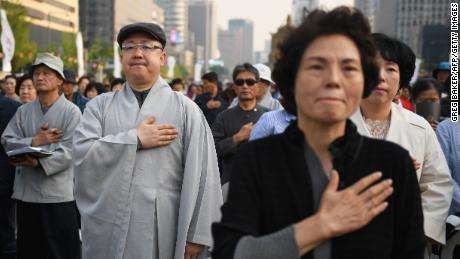 South Koreans pray Friday in Seoul for the success of the inter-Korean summit.