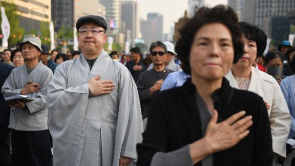 Buddhist followers pray for the success of the inter-Korean summit, in Seoul on April 27, 2018. - The leader of nuclear-armed North Korea Kim Jong Un and the South's President Moon Jae-in said they were committed to the denuclearisation of the Korean peninsula after a historic summit on April 27. (Photo by GREG BAKER / AFP)        (Photo credit should read GREG BAKER/AFP/Getty Images)