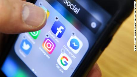 A man holds a smart phone with the icons for the social networking apps Facebook, Instagram and Twitter seen on the screen in Moscow on March 23, 2018. A public apology by Facebook chief Mark Zuckerberg, on March 22, 2018 failed to quell outrage over the hijacking of personal data from millions of people, as critics demanded the social media giant go much further to protect privacy. / AFP PHOTO / Kirill KUDRYAVTSEV        (Photo credit should read KIRILL KUDRYAVTSEV/AFP/Getty Images)