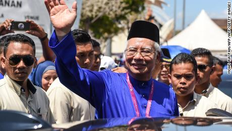 Malaysian Prime Minister Najib Razak waves to supporters during a campaign rally, April 28, 2018.