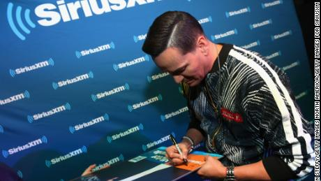 LAS VEGAS, NV - APRIL 23:  Singer Victor Manuelle signs an autograph during a SiriusXM Town Hall hosted by Leila Cobo at Rhythms & Riffs Lounge at Mandalay Bay Resort and Casino on April 23, 2018 in Las Vegas, Nevada.  (Photo by Bryan Steffy/Getty Images for SiriusXM)