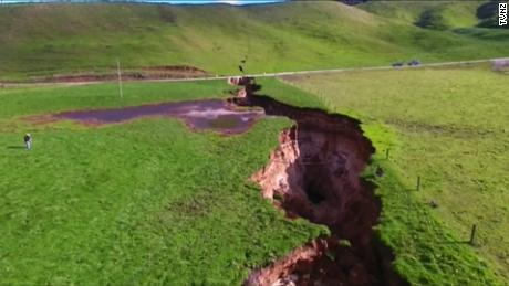 NS Slug: NEW ZEALAND HUGE SINKHOLE IMPRESSES SCIENTISTS  Synopsis: Sheer scale of sinkhole on farm near Rotorua, New Zealand impresses scientists  Video Shows: - giant sinkhole in a farm in Rotorua in New Zealand    Keywords: NEW ZEALAND ASIA PACIFIC SCIENCE SINKHOLE