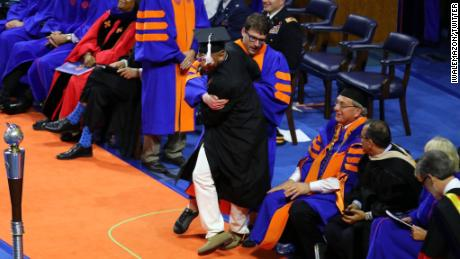 Uf Commencement Fall 2020.Video Shows Usher Rush Dancing Grads Off Stage