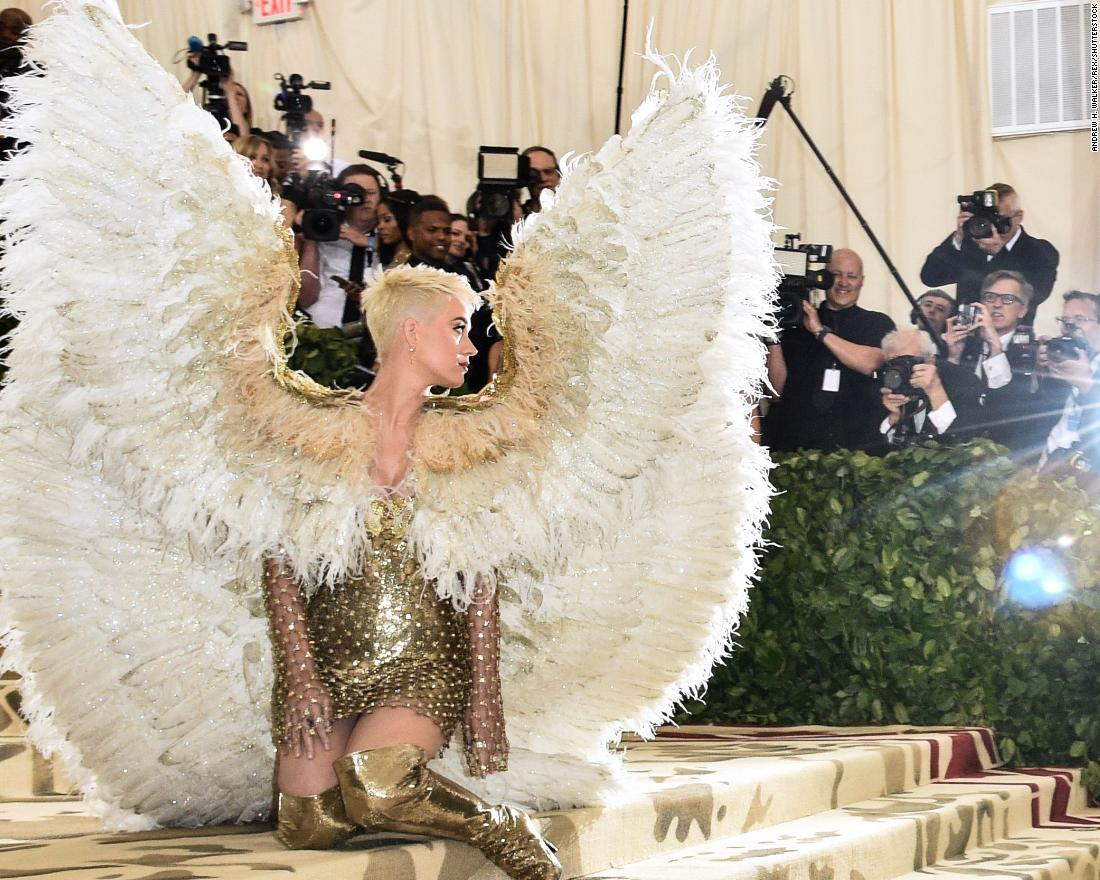 Katy Perry looks angelic with wings on the red carpet. <br />