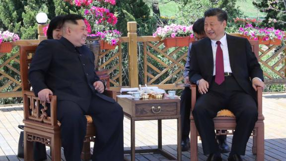 (180508) -- DALIAN, May 8, 2018 (Xinhua) -- Xi Jinping (R), general secretary of the Central Committee of the Communist Party of China (CPC) and Chinese president, holds talks with Kim Jong Un, chairman of the Workers