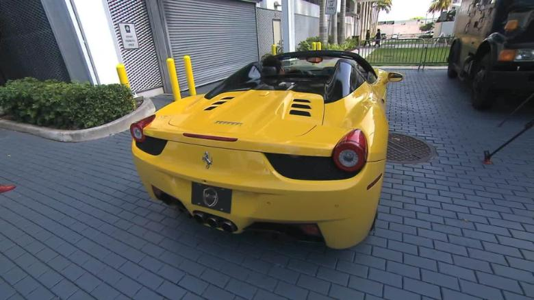Trade Guns Ferrari Rolls Royce Flores_00000611