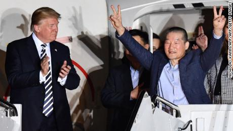 US President Donald Trump (L) applauds as US detainee Kim Dong-chul (2nd R) gestures upon his return with fellow detainees Kim Hak-song and Tony Kim (behind) after they were freed by North Korea, at Joint Base Andrews in Maryland on May 10, 2018. - US President Donald Trump greeted the three US citizens released by North Korea at the air base near Washington early on May 10, underscoring a much needed diplomatic win and a stepping stone to a historic summit with Kim Jong Un. (Photo by Nicholas Kamm / AFP)        (Photo credit should read NICHOLAS KAMM/AFP/Getty Images)