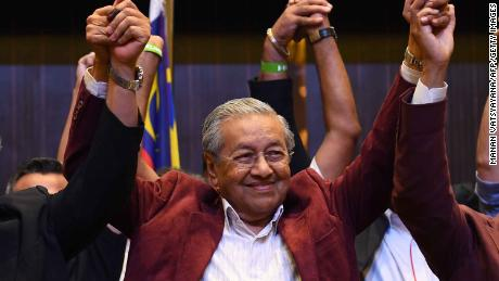 Former Malaysian prime minister and opposition candidate Mahathir Mohamad celebrates with other leaders of his coalition during a press conference in Kuala Lumpur on early May 10, 2018. - Malaysia's opposition alliance headed by veteran ex-leader Mahathir Mohamad, 92, has won a historic election victory, official results showed on May 10, ending the six-decade rule of the Barisan Nasional (BN) coalition. (Photo by Manan VATSYAYANA / AFP)        (Photo credit should read MANAN VATSYAYANA/AFP/Getty Images)