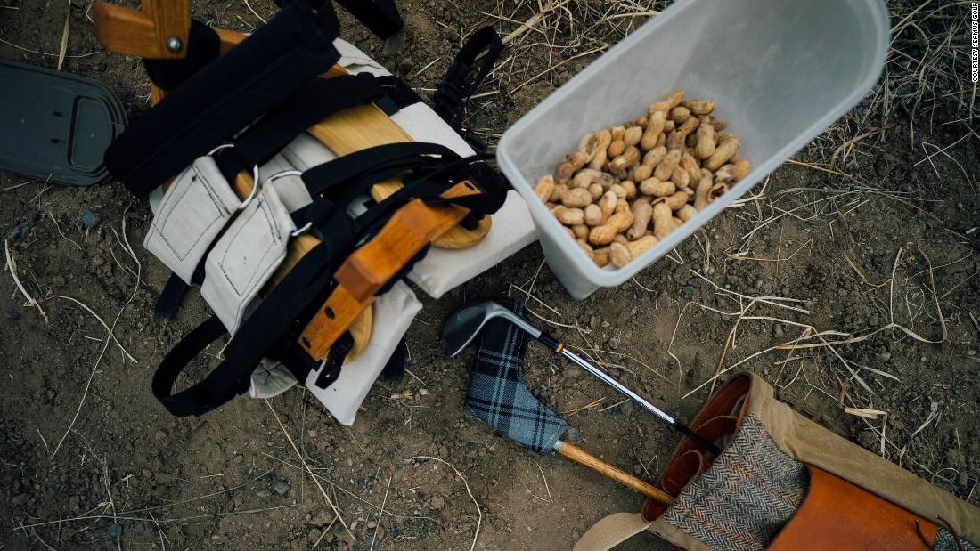 The goat golf bag is designed to carry golf clubs, six beverage cans and peanuts.