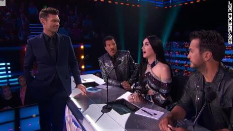 See Seacrest's awkward moment with Katy Perry