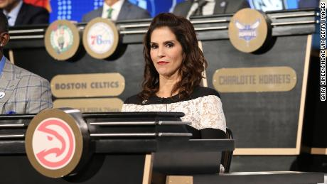 Actress Jami Gertz represents the Atlanta Hawks during the NBA Draft Lottery on May 15, 2018 in Chicago, Illinois.