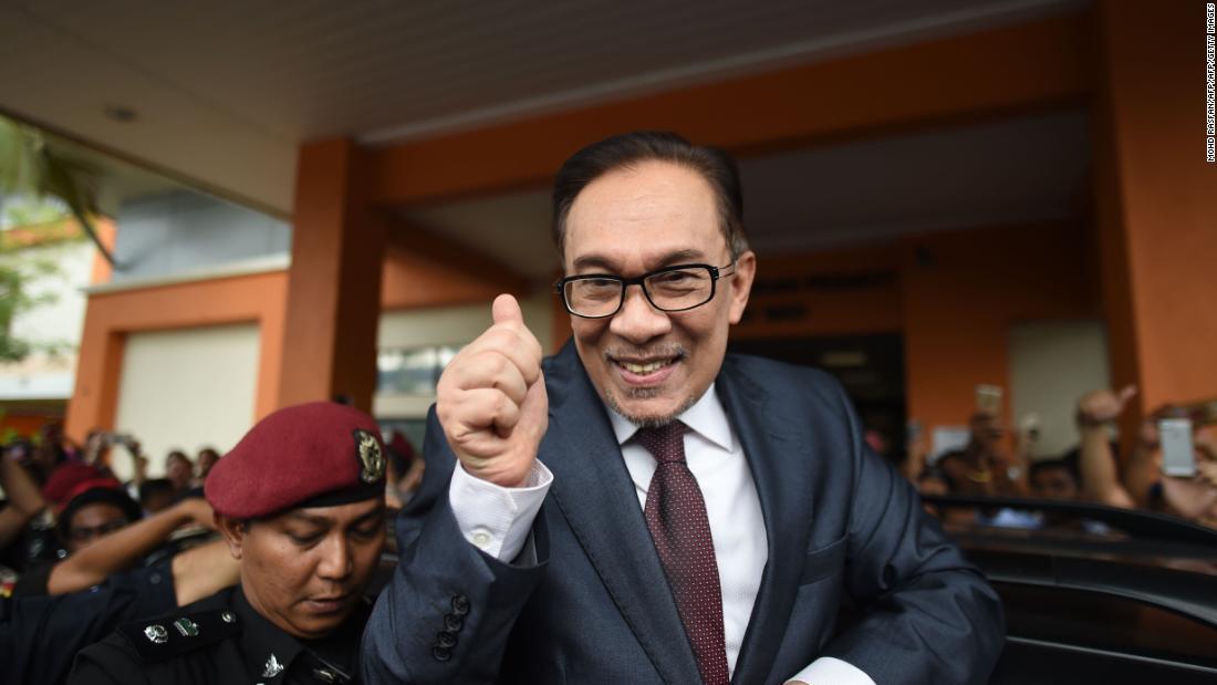 Malaysian politician Anwar Ibrahim walks free after royal pardon