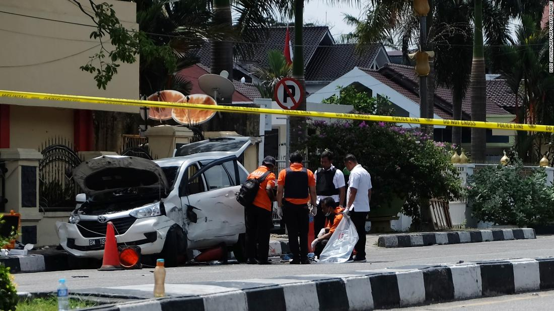 1 dead, 3 injured in sword attack on Indonesian police headquarters