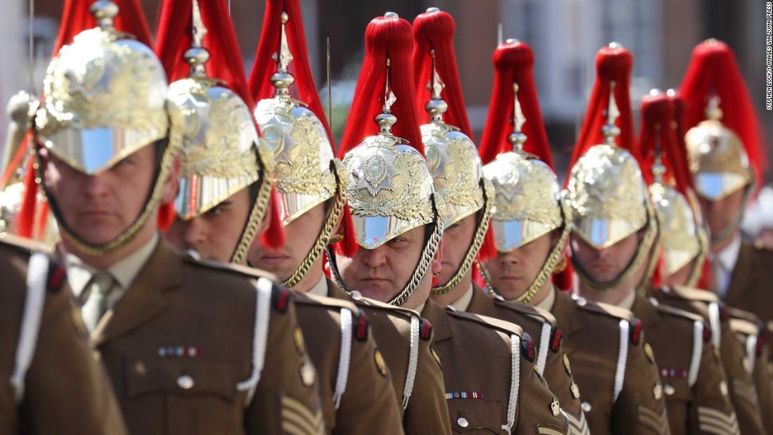 Royal wedding rehearsal: British troops practise roles