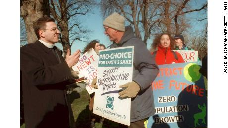 Rev. Rob Schenck (L) debates with a pro-choice advocate at a rally in Washington DC in January 1995.