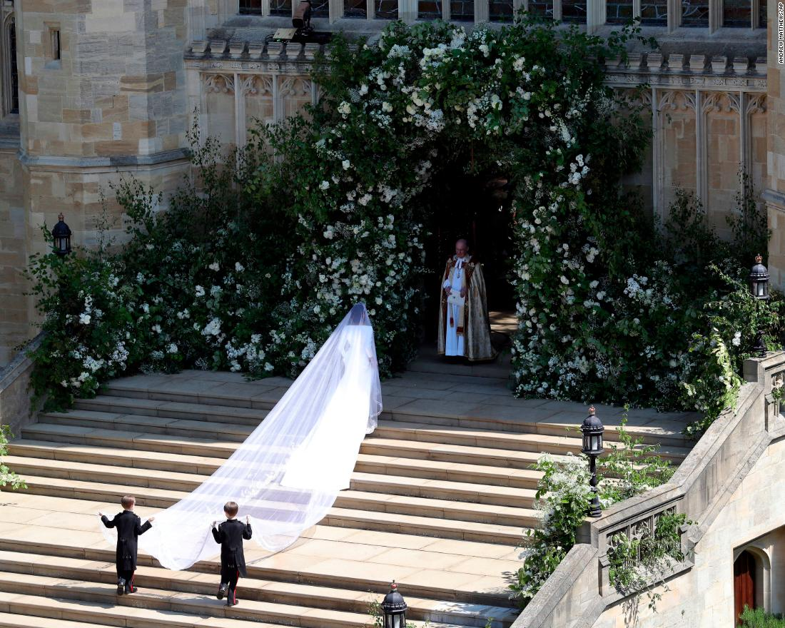 The veil was hand-embroidered with flowers, representing the flora of each of the 53 countries of the Commonwealth.