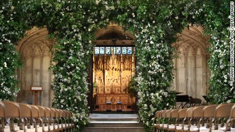The flowers given to the hospice had adorned St. George's Chapel, at Windsor Castle.