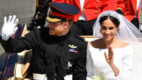 WINDSOR, ENGLAND - MAY 19:  Prince Harry, Duke of Sussex and Meghan, Duchess of Sussex leave Windsor Castle in the Ascot Landau carriage during a procession after getting married at St Georges Chapel on May 19, 2018 in Windsor, England. Prince Henry Charles Albert David of Wales marries Ms. Meghan Markle in a service at St George's Chapel inside the grounds of Windsor Castle. Among the guests were 2200 members of the public, the royal family and Ms. Markle's Mother Doria Ragland.  (Photo by Leon Neal/Getty Images)