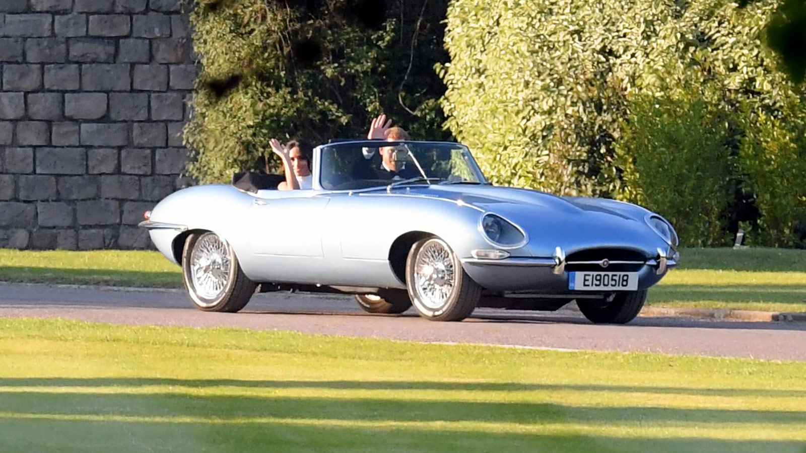 jaguar e-type: royal newly-weds stun crowds with electrifying style