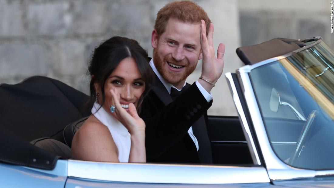 Meghan Markle Debuts Second Wedding Dress Cnn Video