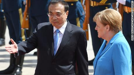 German Chancellor Angela Merkel (R) walks with China's Premier Li Keqiang during a welcome ceremony outside the Great Hall of the People in Beijing on May 24, 2018. - Merkel is on a three-day visit to China and will also visit Shenzhen in the country's south. (Photo by GREG BAKER / AFP)        (Photo credit should read GREG BAKER/AFP/Getty Images)