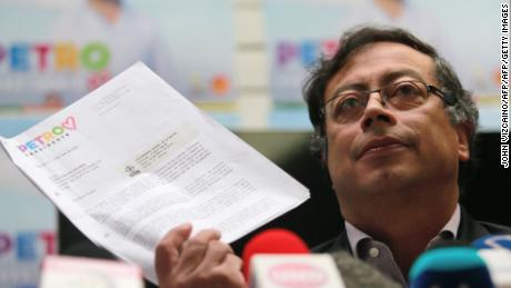 Colombian presidential candidate Gustavo Petro, from the Colombia Humana party, offers a conference press in Bogota, on May 20, 2018. - Colombia will hold presidential elections on May 27. (Photo by John VIZCAINO / AFP)        (Photo credit should read JOHN VIZCAINO/AFP/Getty Images)
