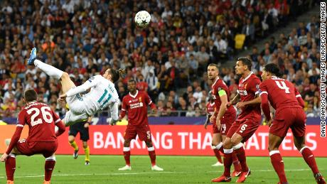 Gareth Bale lit up the Champions League final and put Real 2-1 ahead with a stunning goal from his overhead kick.