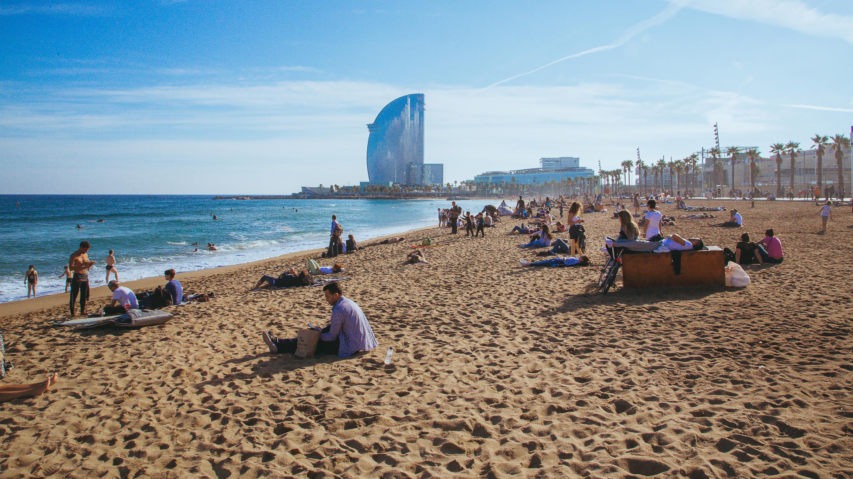 Afbeeldingsresultaat voor barcelona beach]