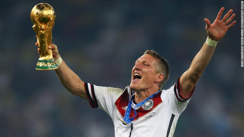 RIO DE JANEIRO, BRAZIL - JULY 13:  Bastian Schweinsteiger of Germany celebrates with the World Cup trophy after defeating Argentina 1-0 in extra time during the 2014 FIFA World Cup Brazil Final match between Germany and Argentina at Maracana on July 13, 2014 in Rio de Janeiro, Brazil.  (Photo by Clive Rose/Getty Images)