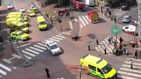 In this video, shot from a video of the Twitter account of Victor Jay (@victorj_fr), police and emergency vehicles block a nearby intersection.