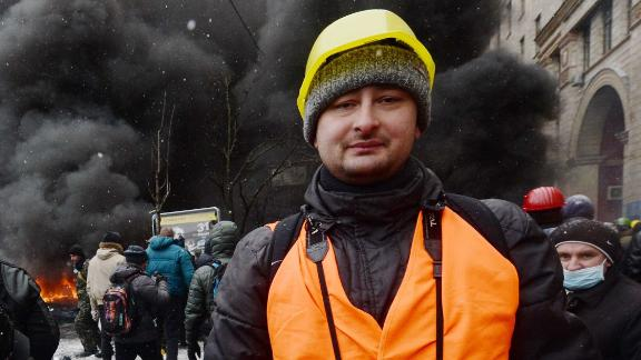 Arkady Babchenko covering unrest in Kiev in 2014.