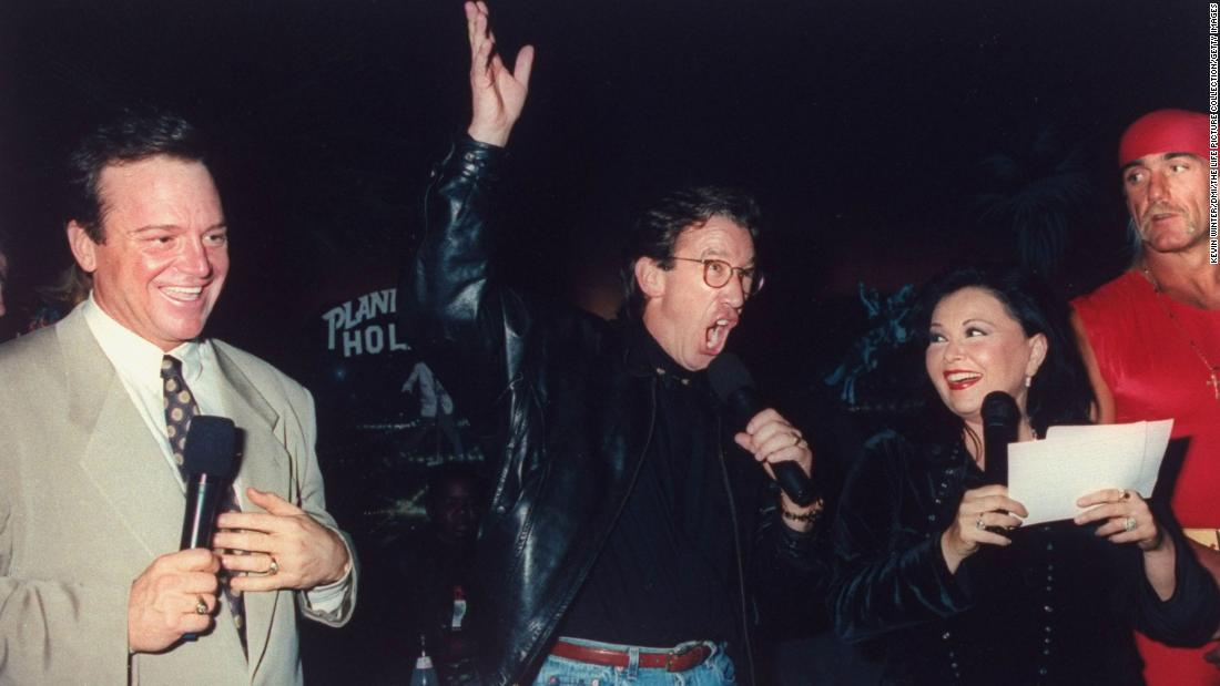 Barr and Arnold join comedian Tim Allen and wrestler Hulk Hogan at a fundraiser in 1993.