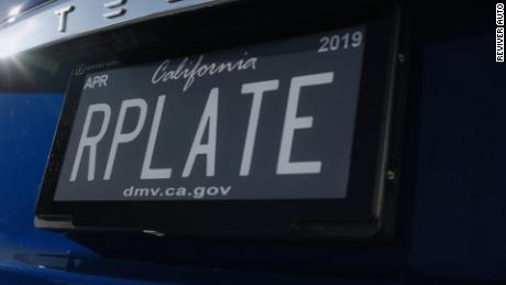 estrenan placas digitales autos california vo cibercafe cnnee_00000000