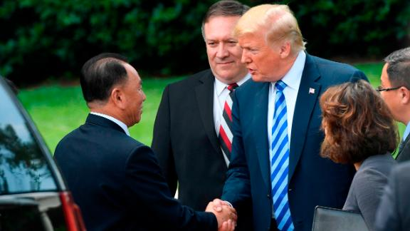 US President Donald Trump (C-R), flanked by US Secretary of State Mike Pompeo shakes hands with North Korean Kim Yong Chol (L) at the White House on June 1, 2018 in Washington,DC. - North Korean dictator Kim Jong Un's right-hand man met with Trump to deliver a letter from his leader that could pave the way to a historic nuclear summit in Singapore. (Photo by Saul LOEB / AFP)        (Photo credit should read SAUL LOEB/AFP/Getty Images)