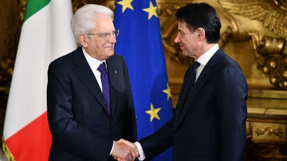 Italys Prime Minister Giuseppe Conte (R) shakes hands with Italy's President Sergio Mattarella during the swearing in ceremony of the new government led by the newly-appointed PM at Quirinale Palace in Rome on June 1, 2018. - Italian cabinet members of the new government led by newly appointed Prime Minister are to be sworn in later in the day, after a last-ditch coalition deal was hammered out to end months of political deadlock, narrowly avoiding snap elections in the eurozone's third largest economy. (Photo by Alberto PIZZOLI / AFP)        (Photo credit should read ALBERTO PIZZOLI/AFP/Getty Images)
