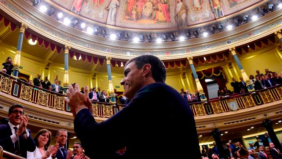 Spain's new Prime Minister Pedro Sanchez acknowledges applause after a vote on a no-confidence motion at the Lower House of the Spanish Parliament in Madrid on June 01, 2018. - Spain's parliament ousted on June 1, 2018 Prime Minister Mariano Rajoy in a no-confidence vote sparked by fury over his party's corruption woes, with his Socialist arch-rival Pedro Sanchez automatically taking over. (Photo by PIERRE-PHILIPPE MARCOU / AFP)        (Photo credit should read PIERRE-PHILIPPE MARCOU/AFP/Getty Images)