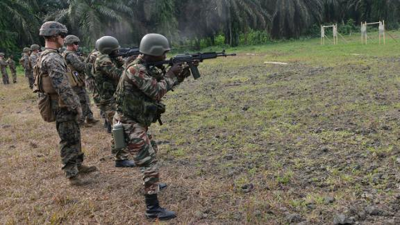 US Marines assigned to Special Purpose Marine Air-Ground Task Force-Crisis Response-Africa ground combat element trained with the Cameroon Marines in infantry tactics at a training site in Cameroon, Feb. 13, 2018. SPMAGTF-CR-AF is deployed to conduct theater-security operations in Europe and Africa. (US Marine Corps photo by Gunnery Sgt. Rebekka S. Heite/Released)